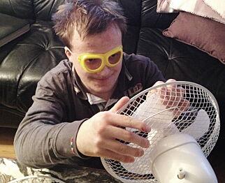UTAGERER OG SKADER SEG SELV: Jonas har alvorlig autisme og bor i omsorgsboligen Villa Eik i Bydel Bjerke i Oslo. Både Fylkesmannen og Statens helsetilsyn har konkludert med at han har fått uforsvarlig omsorg gjennom flere år. Foto: Privat