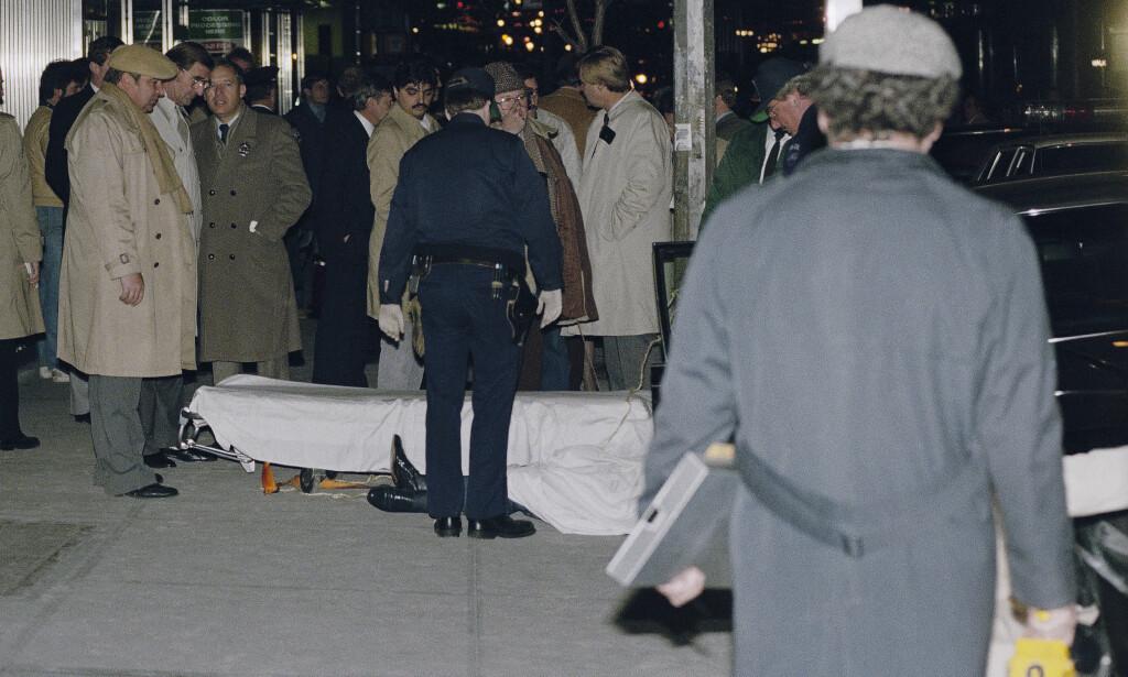 DREPT: Mafiabossen Paul Castellano ble skutt og drept utenfor Sparks Steakhouse på Manhatten i desember 1985. Foto: AP Photo/Mario Suriani
