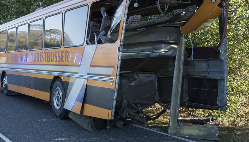 <strong>KOLLISJON:</strong> 16 barn ble kjørt til sykehus etter at en lastebil kjørte inn i en skolebuss i Danmark i går ettermiddag. Foto: Rasmus Skaftved / NTB Scanpix