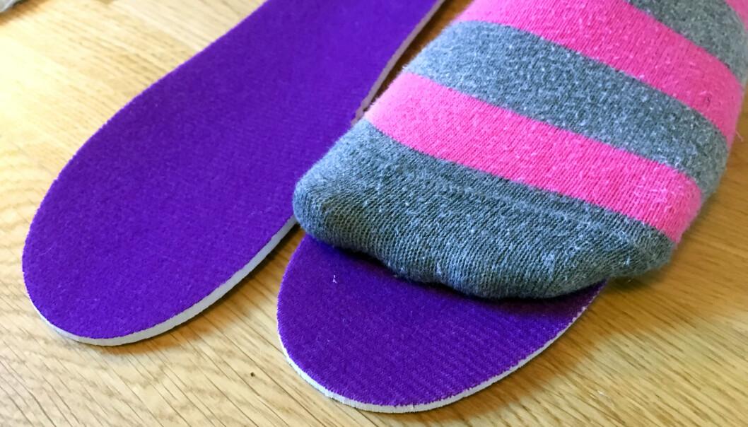 <strong>BEST OM DU KAN TA UT SÅLEN:</strong> Ta ut sålen for å se om skoen passer foten, både i lengde og i bredde; det er forskjell på hvor brede eller smale skoene er, fra merke til merke, sier fysioterapeut Snøan til Dinside. Foto: Kristin Sørdal