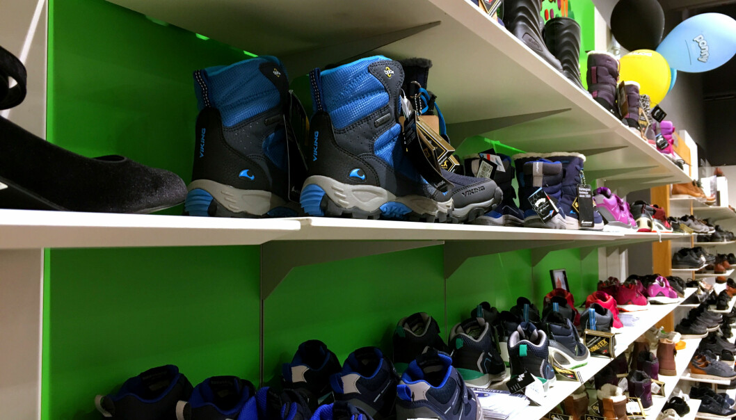 HVILKE SKO ER BEST? Ta med barnet når sko skal kjøpes, så kan de prøve, oppfordrer Snøan. Foto: Kristin Sørdal