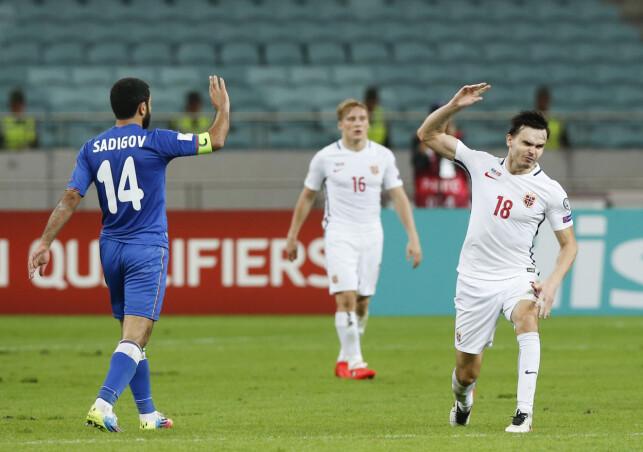 SINT: Ole Selnæs (til høyre) var heit i toppen under kampen mot Aserbajdsjan. Foto: Terje Pedersen / NTB scanpix