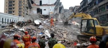 Minst 22 omkomne etter bygningskollaps øst i Kina: - Vi graver med bare hendene