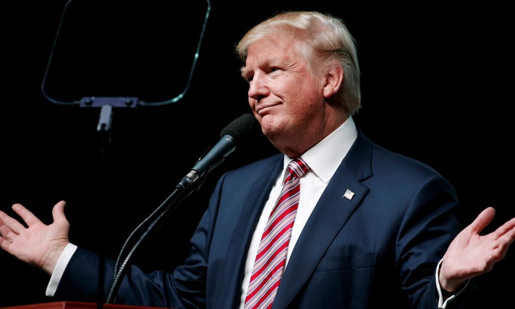 BESKYLDES FOR OVERGREP: To kvinner langer ut mot Donald Trump. USA-ELECTION/TRUMP