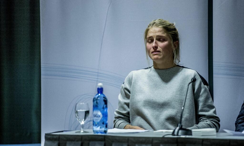 FORTVILER: Therese Johaug gråt av fortvilelse på pressekonferansen torsdag etter at sjokkbomben falt om at hun var tatt i doping. Nå vurderer alle sponsorene igjen sine forhold til skilandslaget. Foto: Thomas Rasmus Skaug / Dagbladet