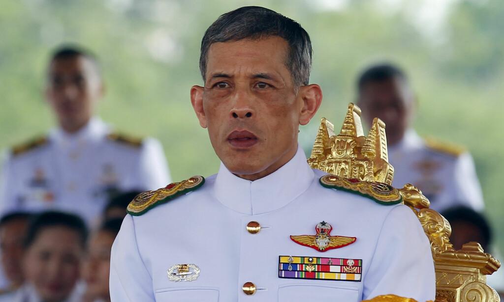 IKKE GODT LIKT: Det er Thailands kronprins, Maha Vajiralongkorn (64), som overtar tronen etter sin far. Det er ikke alle like fornøyd med. Foto: REUTERS/Chaiwat Subprasom