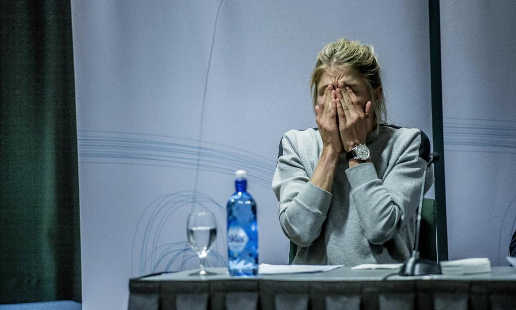 FORTVILER: Therese Johaug gråt av fortvilelse på pressekonferansen torsdag etter at sjokkbomben falt om at hun var tatt i doping. Foto: Thomas Rasmus Skaug / Dagbladet