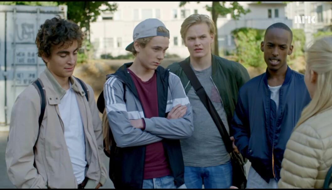 """«Hva mener du """"livene våre er egentlig en tv-serie som hele Norge er helt besatt av""""? Dummeste jeg har hørt.» Foto: NRK"""