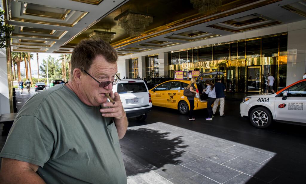 TRUMP-GJEST: Dan Dalton plages ikke av at Donald Trump har kjørt forretninger i bunn for så å bygge seg selv opp igjen. Han tilbringer ferien på Trumps hotell i Las Vegas, der flere arbeidere har streiket det siste året for å få danne fagforening. Trumps selskap kom til slutt fram til en løsning. Foto: Trym Mogen / Dagbladet