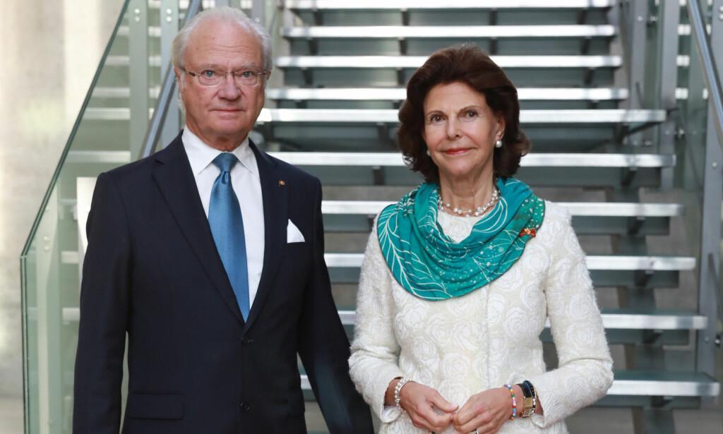 HODEBRY: Kong Carl Gustaf og kongehuset for øvrig gikk hardt ut mot beskyldningene. Her er kongen avbildet sammen med dronning Silvia. Foto: NTB Scanpix / Jörg Carstensen