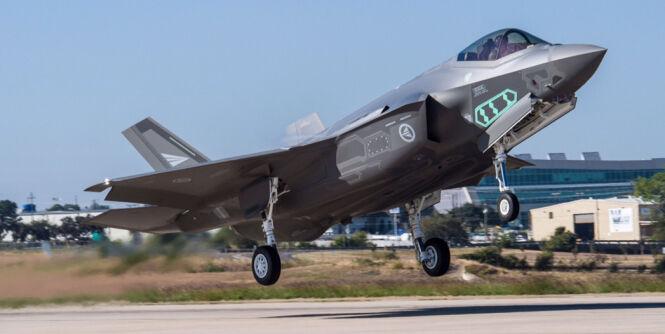 image: Bruker 10 000 timer på kampfly-regning