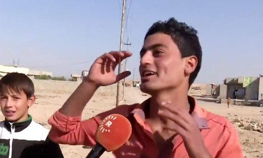 BARBERT SEG: - Jeg fikk 25 piskeslag av Daesh og måtte ha skjegg. Nå er jeg kvitt både skjegget og Daesh, smiler denne gutten fra al-Hud i Irak. Video: Facebook / Rudaw