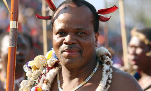15 KONER: Swazilands konge Mswatii er kjent for flerkoneri, og har for tida 15 stykker. Flere har likevel forlatt kongen tidligere, etter utroskap. Foto: Juergen Baetz/dpa, NTB scanpix
