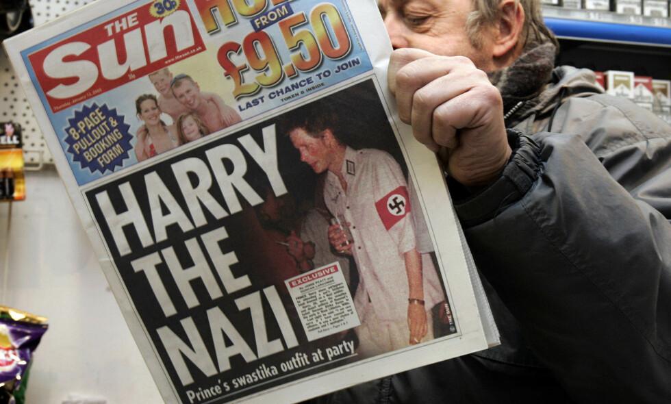 SKANDALER I KØ: Flere ganger har kongehus verden over fått kritikk for handlinger deres respektive medlemmer har begått. Som her, da prins Harry ble fotografet utkledd som nazist i 2005. Foto: NTB scanpix