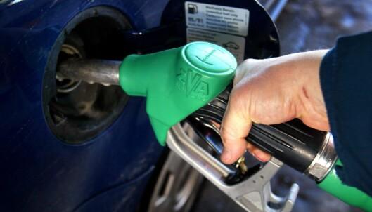 <strong>DYRERE:</strong> Bensin- og dieselavgiftene går opp, men det er uvisst hvor mye Ap ønsker å øke dem med. Foto: NTB Scanpix