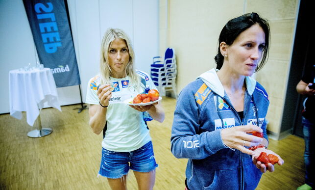 image: Landslagets mor, Marit Bjørgen, hylles av skijentene: - Den tunge tiden hadde vært mye verre uten Marit. Hun er uvurderlig