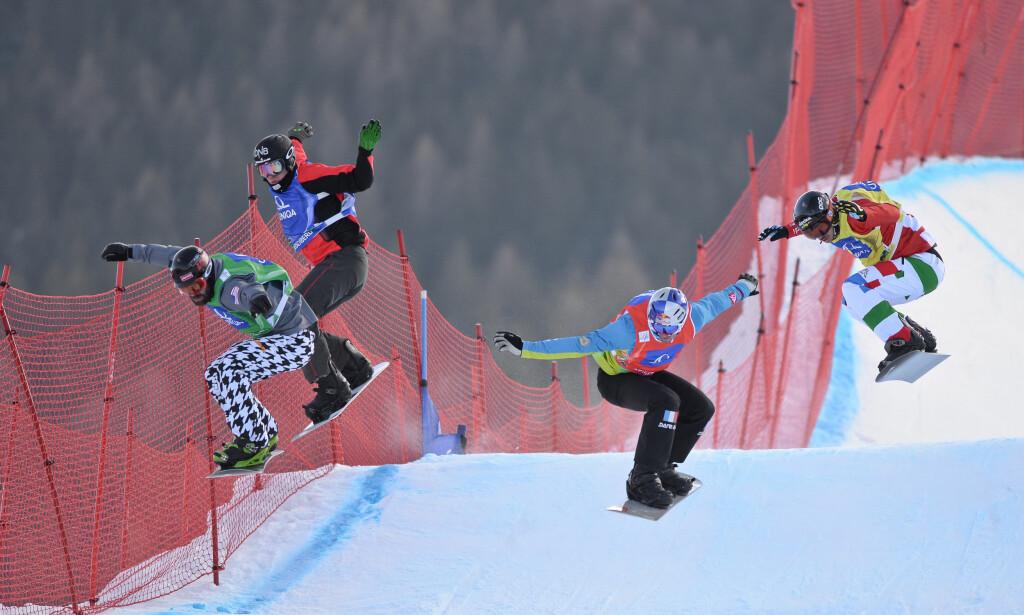 VIL TILBAKE: Stian Sivertzen (nummer to fra venstre) under et renn i Østerrike i 2015. Den norske boardercrosskjøreren er likevel innstilt på å komme tilbake i toppform. Foto: NTB Scanpix