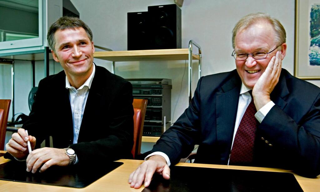 SOSIALDEMOKRATER: Jens Stoltenberg og Göran Persson liker begge å sammenlikne den nordiske modellen med en humle, den ser ikke ut som den kan fly, men gjør det likevel. Men det er ingen grunn til at sosialismen plutselig skulle virke i Norden, skriver artikkelforfatteren. Foto: Bjørn Langsem/DAGBLADET.
