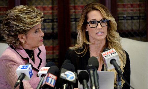 PRESSEKONFERANSE: Drake møtte pressen sammen med sin advokat Gloria Allred. Foto: REUTERS/Kevork Djansezian