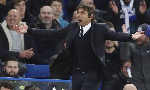 HYLLET: Antonio Conte er i ferd med å bli svært populær som Chelsea-manager. Foto: NTB Scanpix