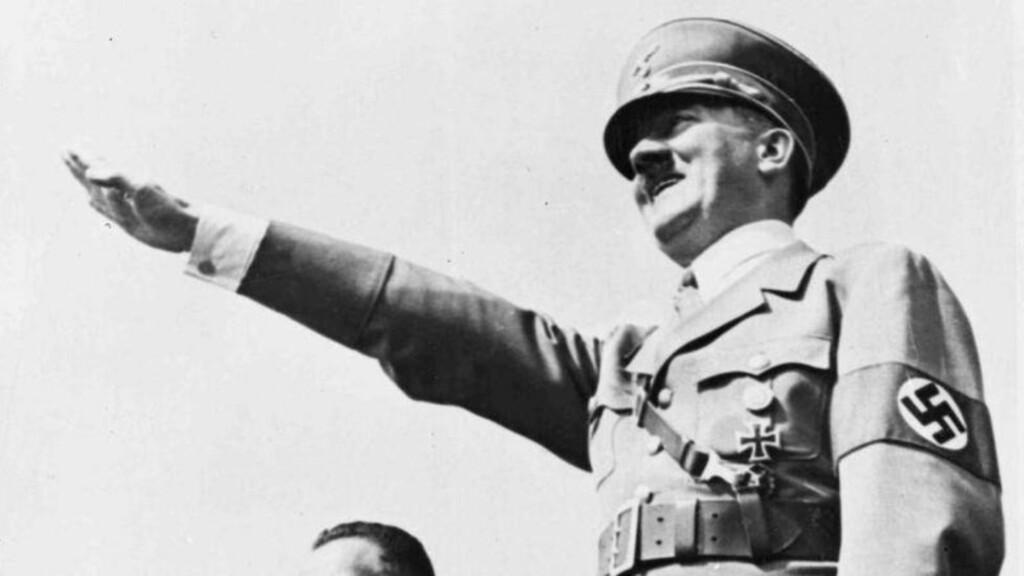 BLE HYLLET: Adolf Hitler ble feiret av 22 påståtte nazi-fanatikere som nå er i retten i Italia tiltalt for propaganda og rasehat. Foto: AP / File