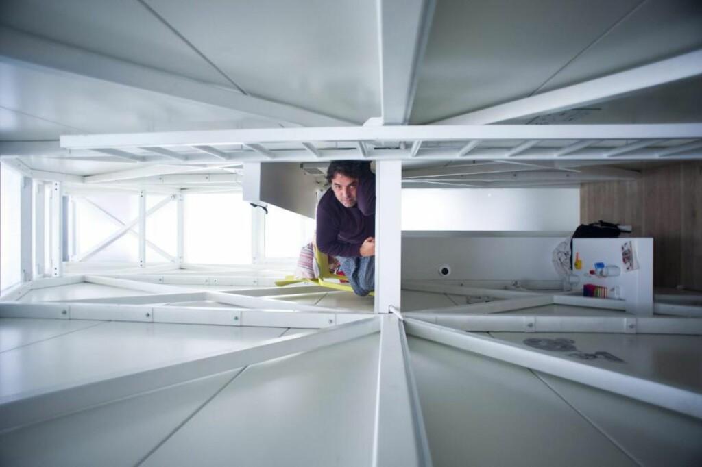 SUPERSMALT: Keret House måler 72 centimeter på det smaleste og 122 centimeter på det bredeste. FOTO: Polish Modern Art Foundation, The National Centre for Culture