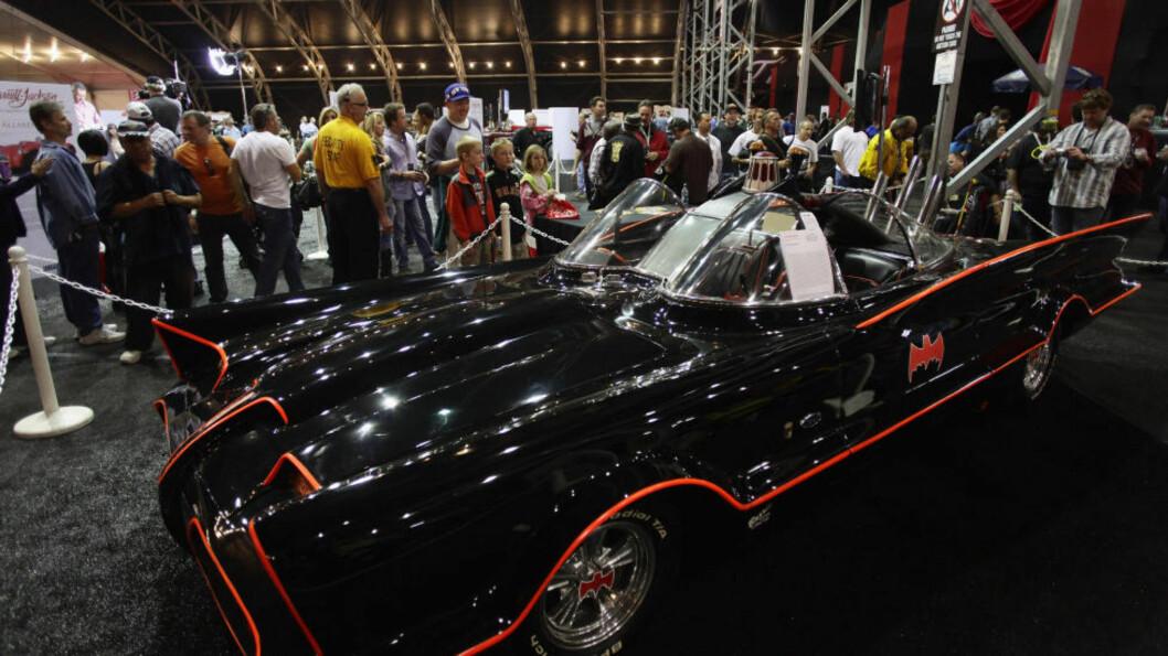 <strong>SOLGT:</strong> Lørdag kveld ble den orginale «Batmobilen» solgt for hele 25,7 millioner kroner på auksjon. Bilen spilte en av hovedrollene i tv-serien om Batman på 60-tallet. Foto:  REUTERS/Joshua Lott/NTB Scanpix