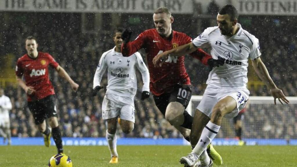 VILLE HA STRAFFE: I denne episoden mente Alex Ferguson at Wayne Rooney (midten) skulle fått et straffespark. Foto: AFP / IAN KINGTON / NTB SCANPIX