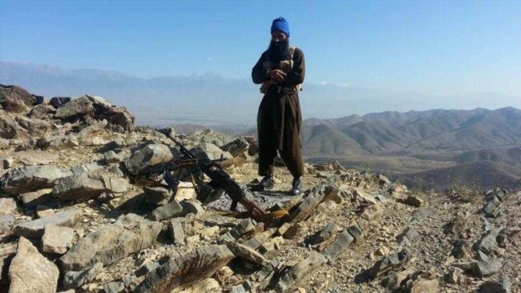 I november ble det publisert bilder som viser Bhatti poserende med våpen, sannsynligvis et sted i grenseområdet mellom Pakistan og Afghanistan.