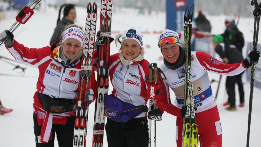 <strong>GULLJENTENE:</strong> Tora Berger (t.h) sammen med de andre stafettjentene Kathrine Harsem og Marthe Kristoffersen. Foto: Håkon Mosvold Larsen / NTB scanpix