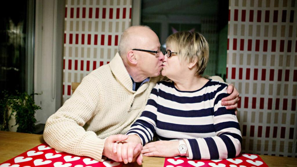 SEXLIVET BLOMSTRER: Det svenske ekteparet Anita (61) og Mats (62) Lindahl har både hyppigere og bedre sex enn de har hatt noen gang tidligere. Foto: KARL NILSON