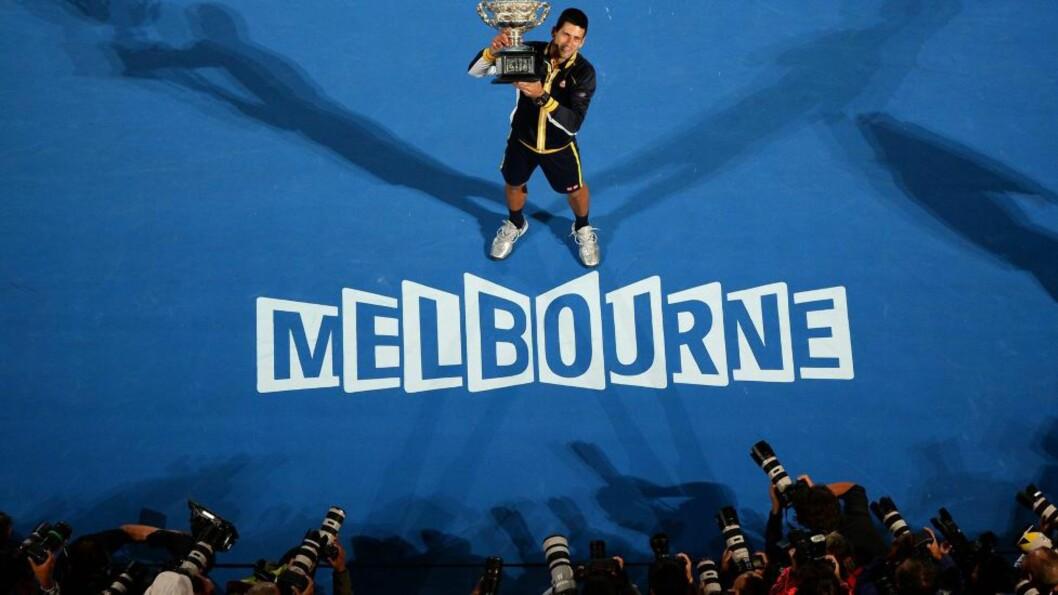 <strong> VIL HA FLERE TRIUMFER:</strong>  Novak Djokovic gikk i helgen til topps i Australian Open for tredje gang på rad. Serberen har nå seks Grand Slam-triumfer, men mangler fortsatt å vinne finalen på grusen i Paris. Foto: AFP / WILLIAM WEST / NTB Scanpix