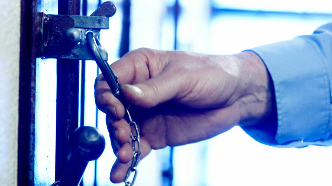 <strong>MÅ KLARGJØRES:</strong> «Hvilke helserettslige avveiinger og lovhjemler er lagt til grunn når ikke-medisinsk personell nå skal kunne overprøve medisinske vurderinger av fanger?» spør kronikkforfatteren. Illustrasjonsfoto: Berit Roald / NTB Scanpix