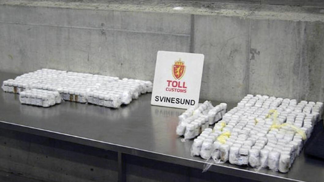 <strong>44 000 TABLETTER:</strong> Oktober 2012 ble en ungarer (43) ble tatt på Svinesund i helga med 44.000 tabletter gjemt i bildøra. Pillene var Rivotril, og er bare noen av de enorme mengdene benzodiazepiner som er beslaglagt i 2012. Foto: TOLLVESENET/NTB SCANPIX