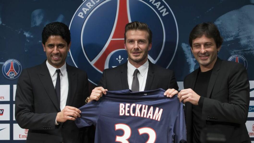 <strong>PRESENTERT I KVELD:</strong> David Beckham er nå PSG-spiller. Både han, manager Leonardo (t.h) og klubbeier Nasser El Al-Khelaifi ser lyst på fremtiden med Beckham på laget. Kontrakten er i første omgang på fem måneder. Foto: EPA/IAN LANGSDON