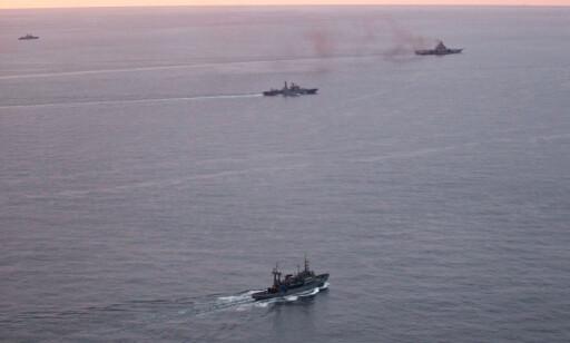 DAMPER AV GÅRDE: Det er en gammel og sliten flåte som damper mot Middelhavet i disse dager. Foto: Forsvaret