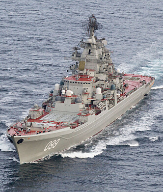 <strong>FLAGGSKIP:</strong> Slagkrysseren «Peter den Store» er selveste flaggskipet til den russiske nordflåten. Her avbildet av et norsk Orion-overvåkingsfly nær Andøya i forrige uke.&nbsp;