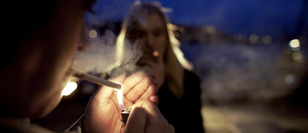 <strong>LIGGER STABILT:</strong> Andelen personer som røyker av og til har vært stabil over tid, 9-11 prosent de siste 15 årene. Foto: TORBJØRN GRØNNING