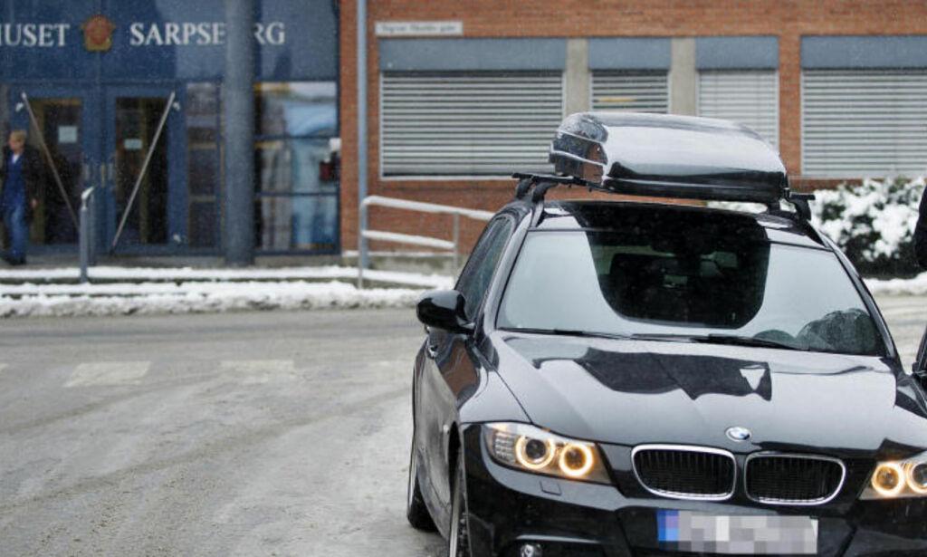 image: Her tar han luksusbilen som skal være umulig å stjele