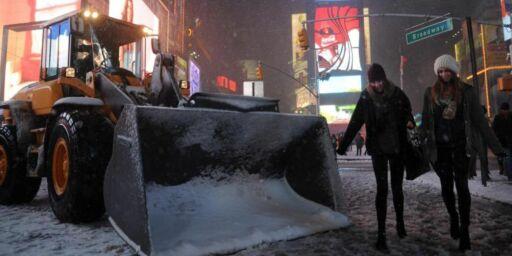 image: Snøen stopper all flytrafikk i New York