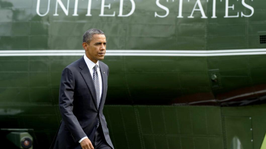 <strong>DØDSBUDSKAP:</strong> Her er den amerikanske presidenten Barack Obama fotografert etter at han har tatt i mot bårene til de fire som ble drept i Benghazi i Libya i fjor. Foto: Susan Walsh / AP Photo