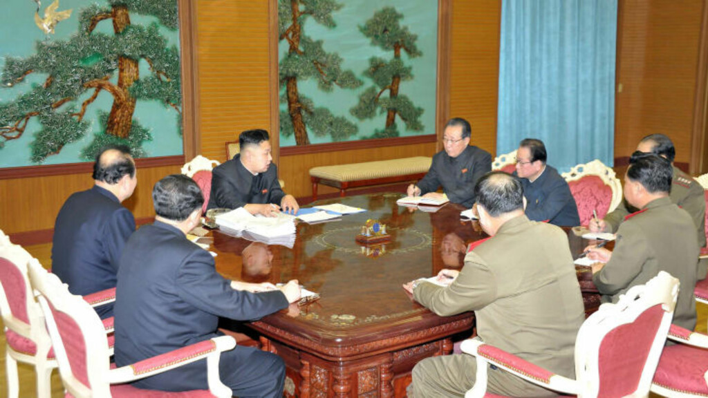 FORSVARTE LANGDISTANSERAKETT:  I desember i fjor gjennomførte Kim Jong-un en oppskyting av en langtrekkende rakett.Oppskytingen fikk sterke reaksjoner internasjonalt, og med USA i bresjen ble handlingen fordømt av en rekke land.  Kim Jong-un sto imidlertid fast på at det nordkoreanske rakettprogrammet skal fortsette til tross for internasjonal fordømmelse av oppskytingen og trusler om nye sanksjoner. Foto: Scanpix
