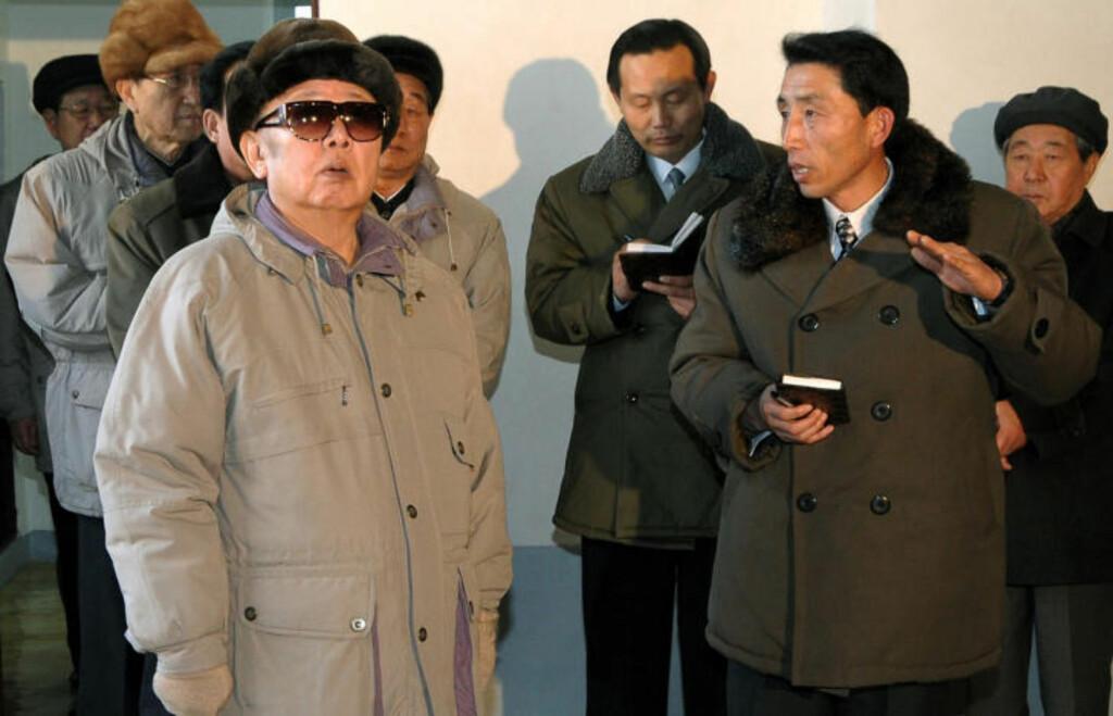 FORSKJELLIGE LEDERE: Kim Jong-un blir beskrevet som svært annerledes sin far, Kim Jong-il, i sin lederstil, og det hevdes at han viser mykere og mer personlige sider av seg enn ham. Foto: Scanpix