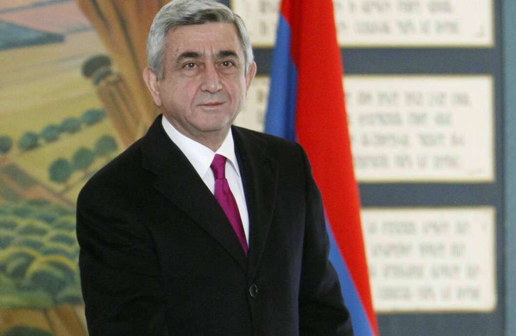 <strong>GJENVALGT:</strong> Armenias president Serzj Sarksjan var sikker på seier da han avla sin stemme i presidentvalget mandag. Foto: Reuters / NTB scanpix