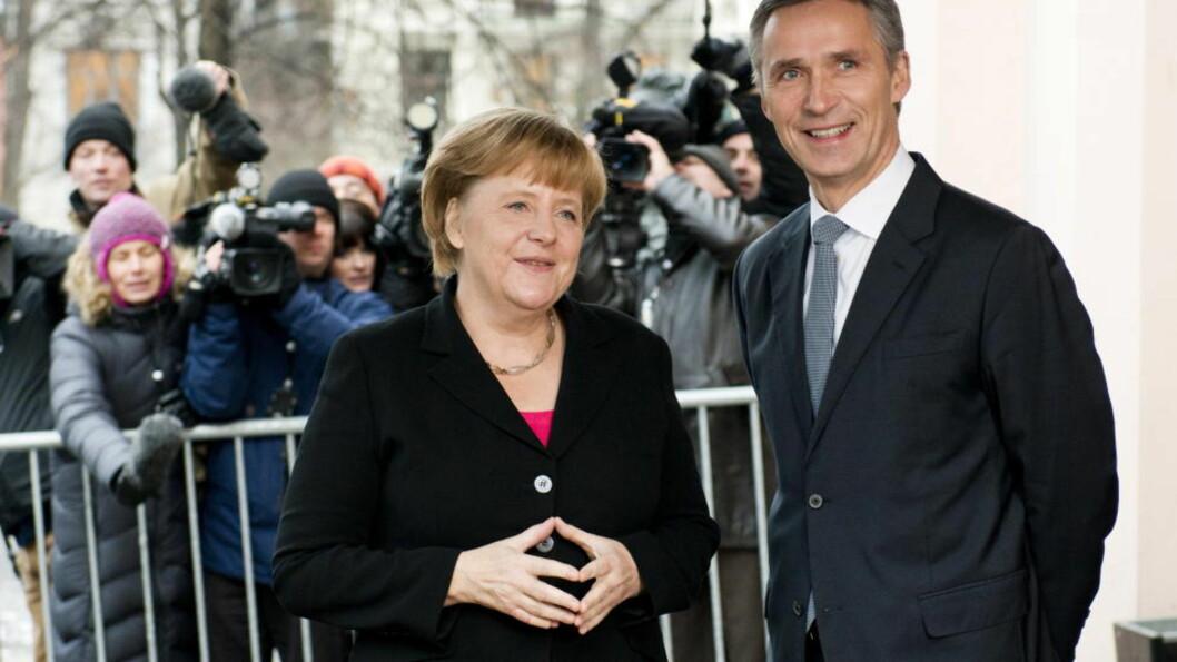 <strong>VENNER:</strong> Tysklands forbundskansler, Angela Merkel, og Norges statsminister, Jens Stoltenberg, under Nobel-festen i Oslo i fjor. Foto: Fredrik Varfjell / NTB scanpix