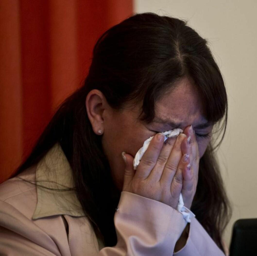 <strong>BRØT SAMMEN:</strong> Castro brøt sammen i gråt flere ganger under pressekonferansen. Foto: AFP / Ronaldo Schemidt / NTB Scanpix