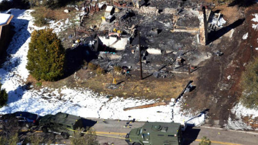 <strong>FUNNET I RUINENE:</strong> Christopher Dorner ble funnet i disse ruinene i Big Bear i California. Foto: AP / NTB SCANPIX