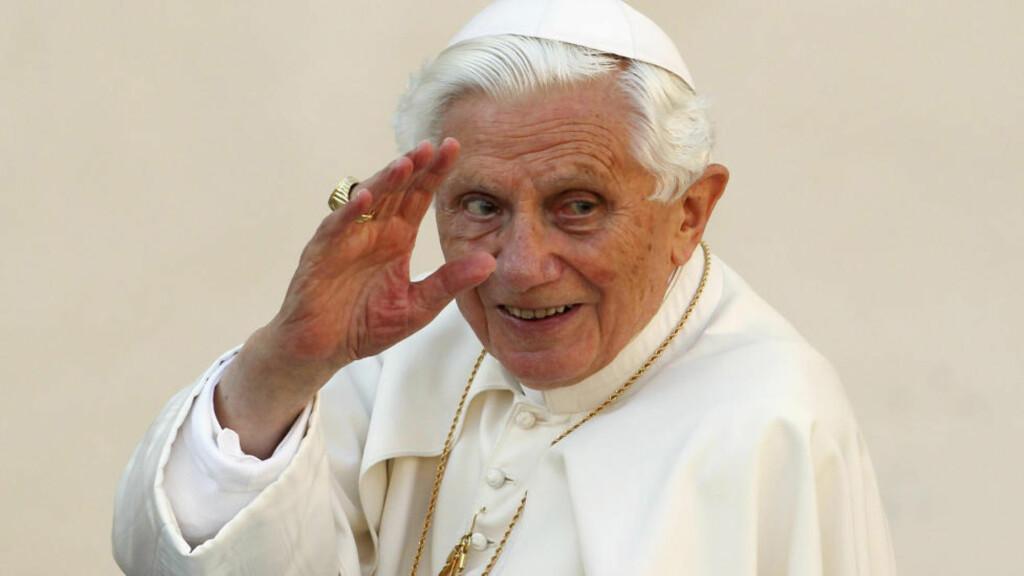 GÅR AV: Pace Benedict XVI har bestemt seg for å gå av. Helt av egen vilje, sier han selv. Foto: REUTERS / NTB SCANPIX