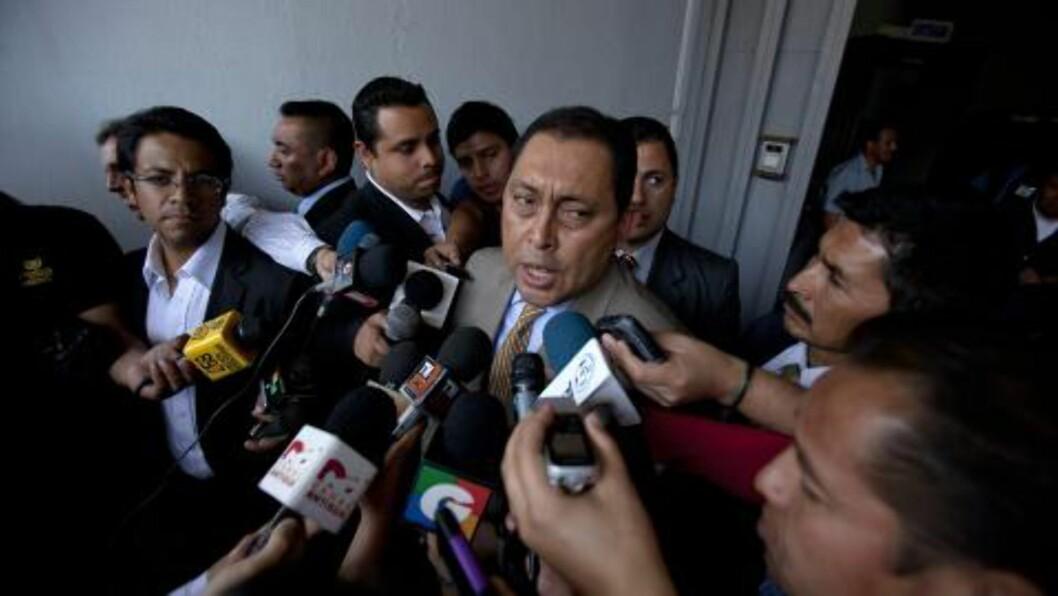 <strong>BOMMA:</strong>  Guatemalas innenriksminister, Mauricio Lopez, møtte pressen og sa at myndighetene avventet tekniske undersøkelser av et lik som muligens kunne være narkobaronen. Seinere viste det seg at det ikke fantes noen lik, og at det heller ikke er funnet spor som tyder på at en skyteepisode har funnet sted. Foto: Saul Martinez / EPA / NTB Scanpix