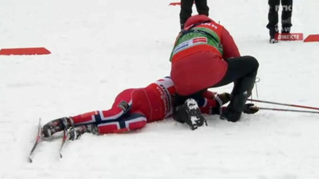 <strong>UTSLÅTT:</strong> Pål Golberg ble liggende i målområdet før han måtte ha hjelp til å komme seg på beina. Foto: Gjengitt med tillatelse fra NRK.